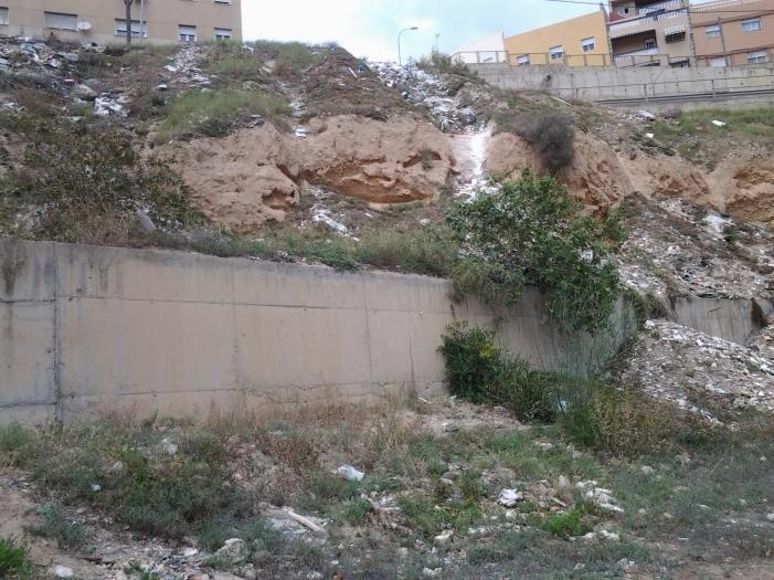 Basuras y escombros Río de Oro3