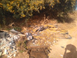 4-Escombros-Restos plásticos coche-Restos amianto