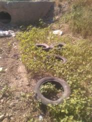Neumáticos en azud