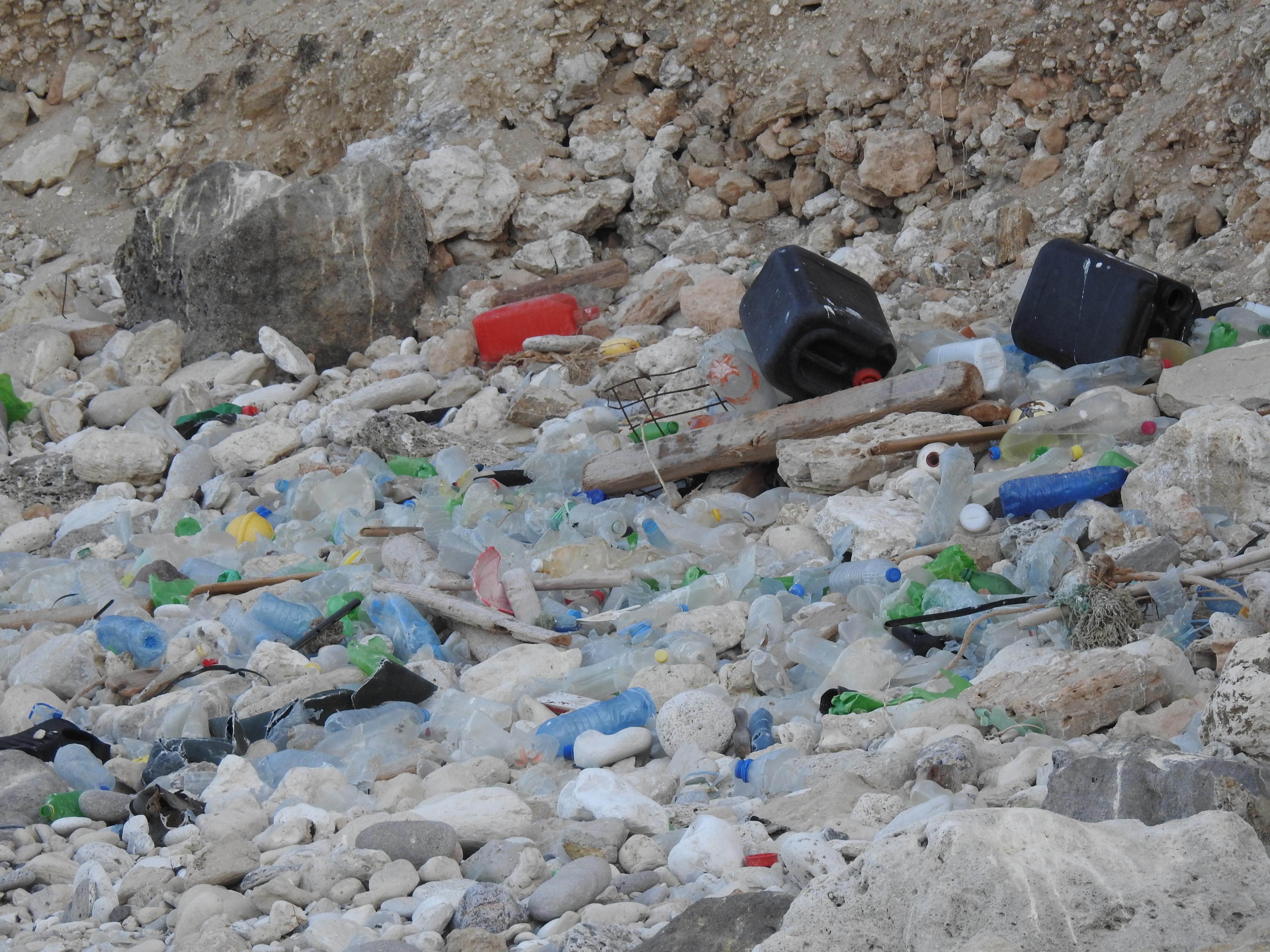 basuras marinas en playa de Melilla