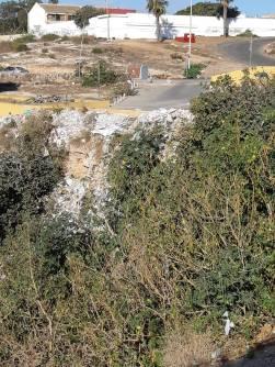 Vertidos en la fuente de Trara del barranco de Cabrerizas