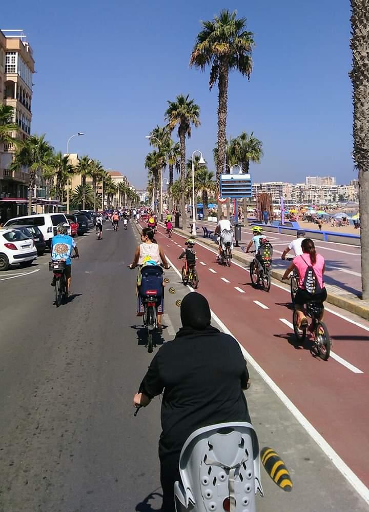 bicicletas en el paseo maritimo