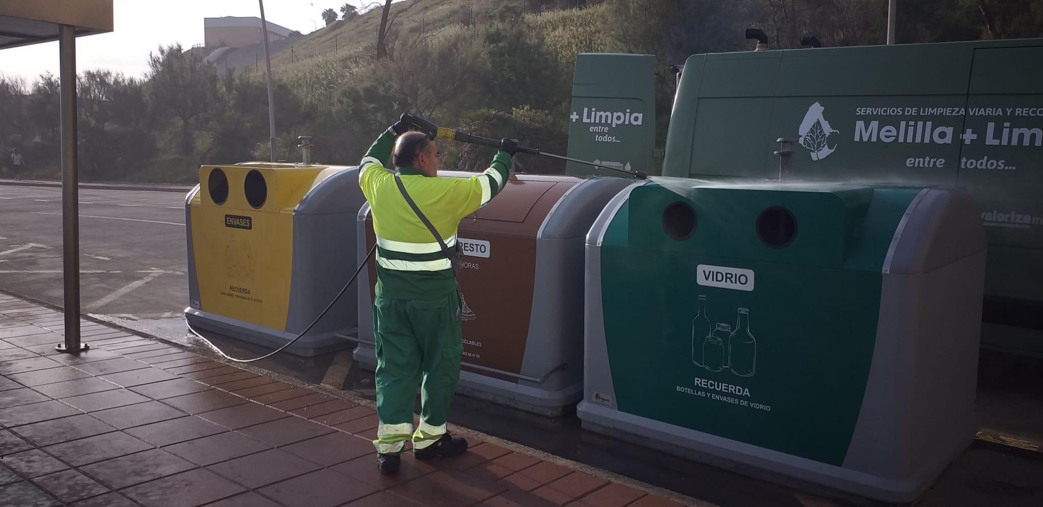 contenedor amarillo incorporado a la playa de Horcas